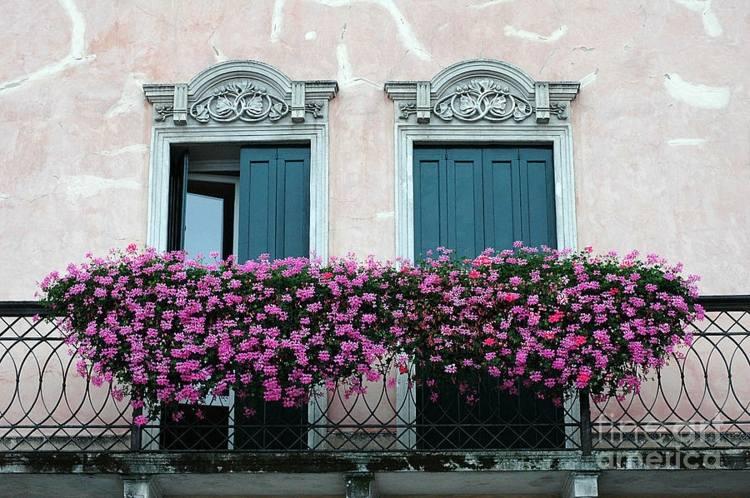 Muebles A Medida E Ideas Para Decorar El Balcon - Fotos-de-balcones-con-flores