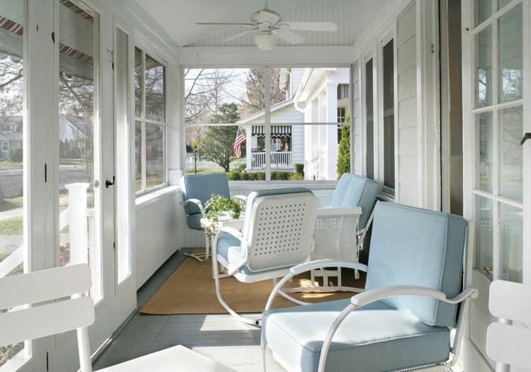 conjunto de muebles modernos con acolchados color celeste - Terrazas Acristaladas