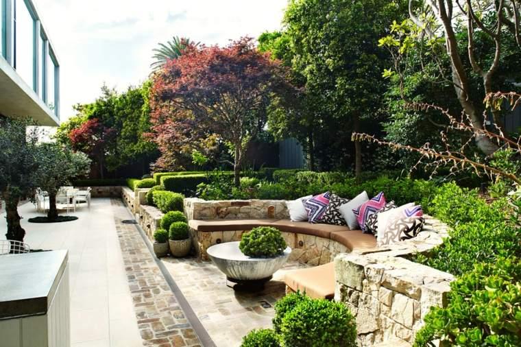 murallas bancos piedra natural cojines jardin ideas