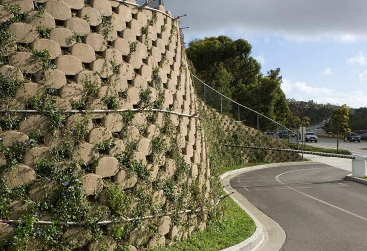 Hormig n en bloques de contenci n llamados verdura - Muro de bloque de hormigon ...
