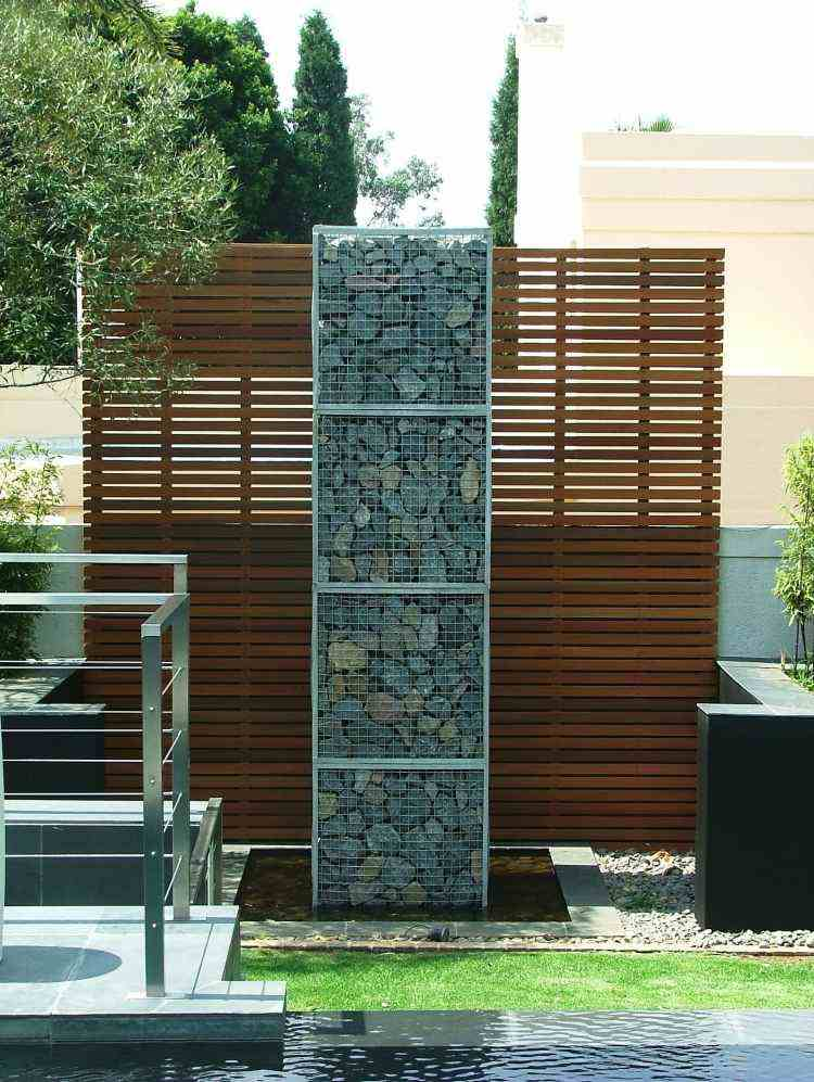 muro jardín madera piedras