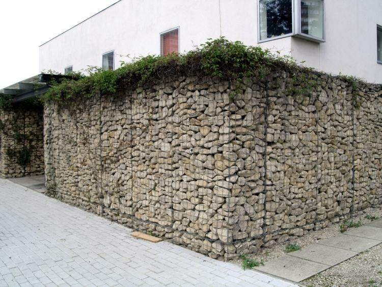 muro fachada piedras naturales plantas