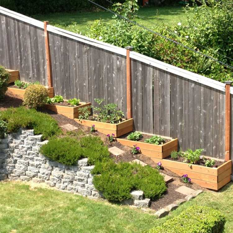 nivelación con plantas y jardineras de madera
