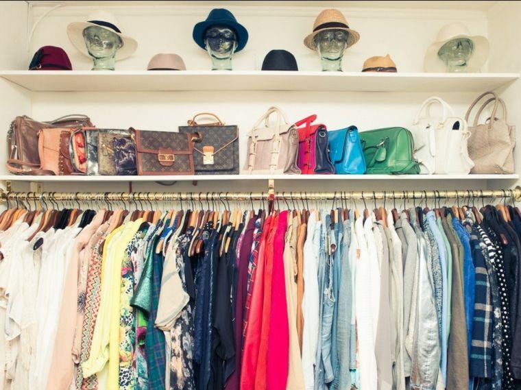 ordenar armario ropa colores bolsos