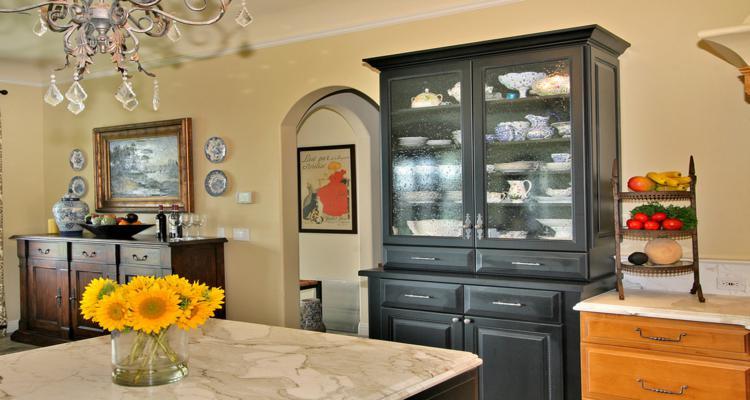 original aparador oscuro cocina