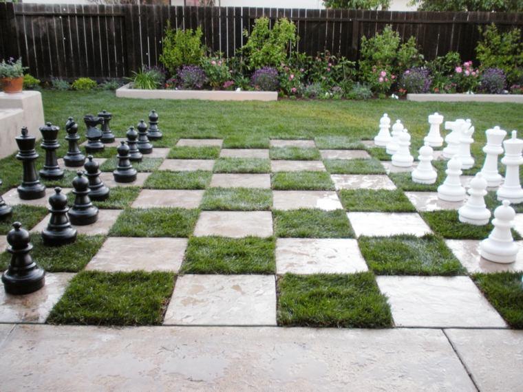 Dise o de patios y jardines peque os 75 ideas interesantes for Ajedrez gigante jardin