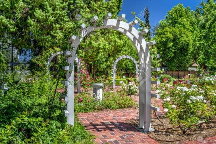 entrada jardín rosas inglés