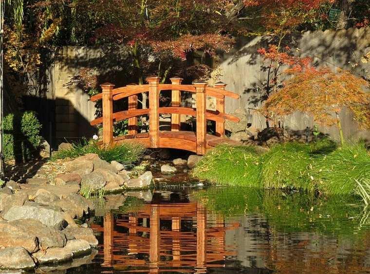 originales puentes estanques jardín