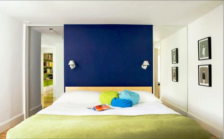 pared dormitorio central azul