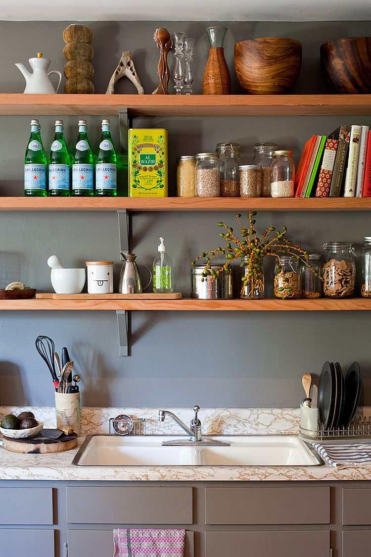 pared cocina gris estantes madera