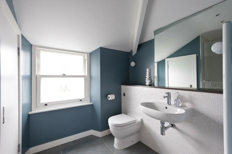 paredes cuarto baño azul grisáceo