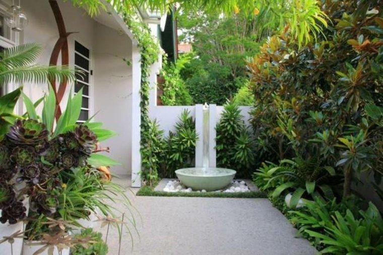 patio bonito fuente lujosa