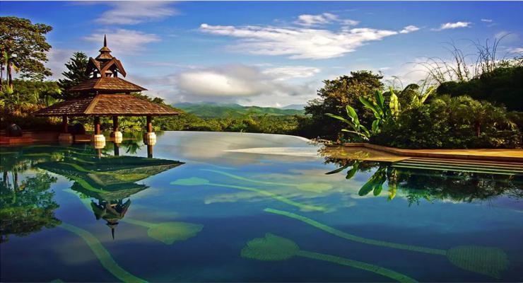 piscina diseño moderno tropical