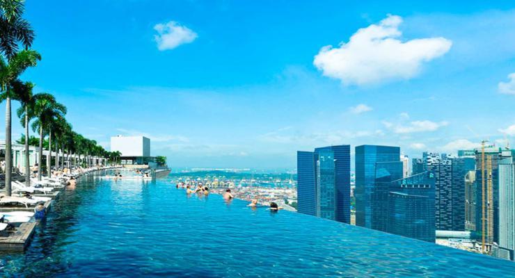 terraza piscina infinita rascacielos