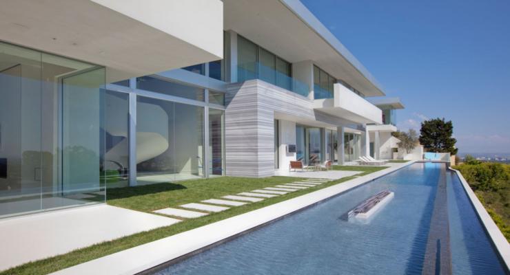 pisccina terraza estrecha moderna