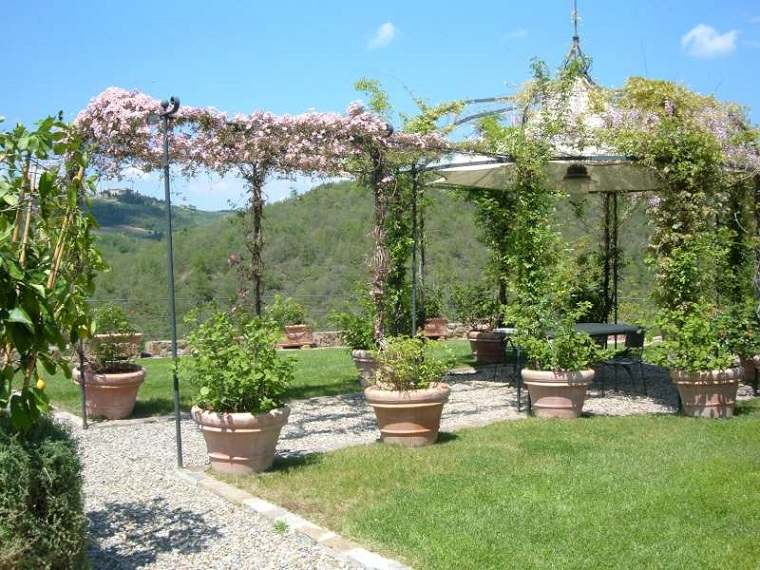 plano jardin clasico pergola acero flores trepadoras ideas