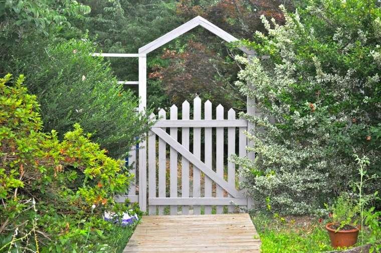 puerta valla madera blanca