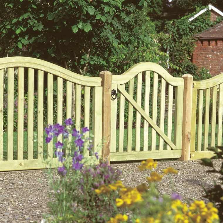 Puertas de jardin arcos verjas cancelas vallas y for Puertas madera natural