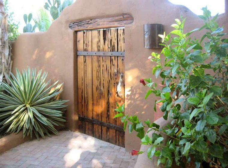 Puertas de jardin arcos verjas cancelas vallas y for Bordillos de plastico para jardin