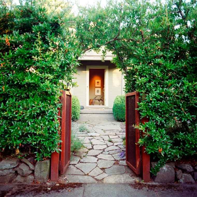 puertas jardin color rojo