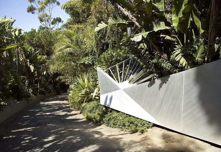 residencia colina moderna entrada palmeras ideas