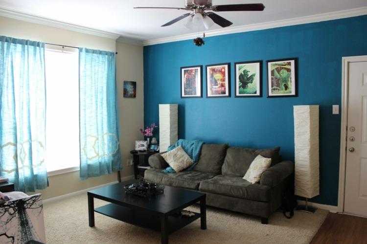 salon cortinas y pared azul
