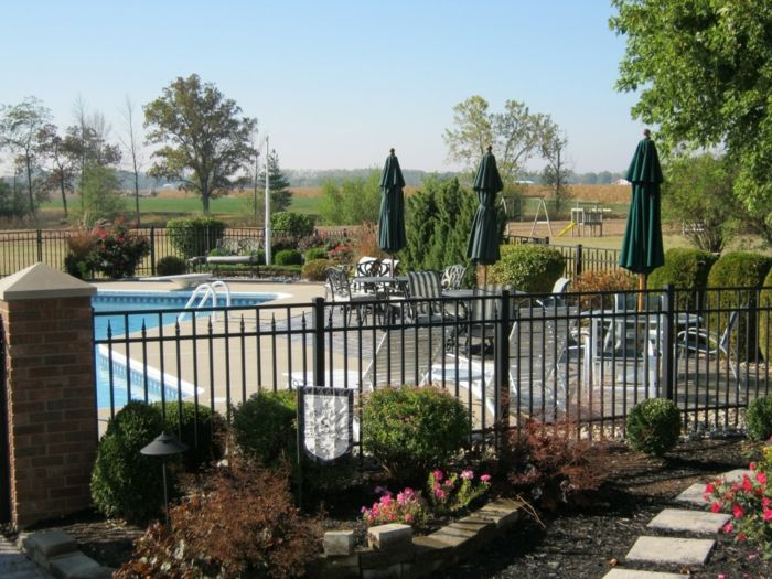 senderos flores colores solares piscina