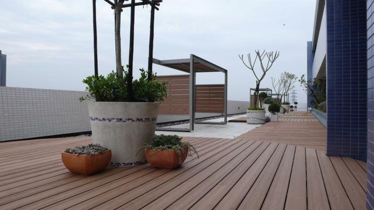 suelo madera terraza opciones macetas ideas