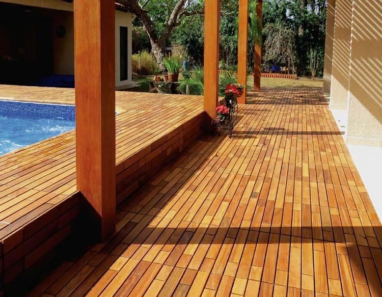 suelo madera terraza piscina pergola ideas