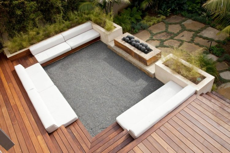 suelos de madera terraza bancos cojines blancos ideas