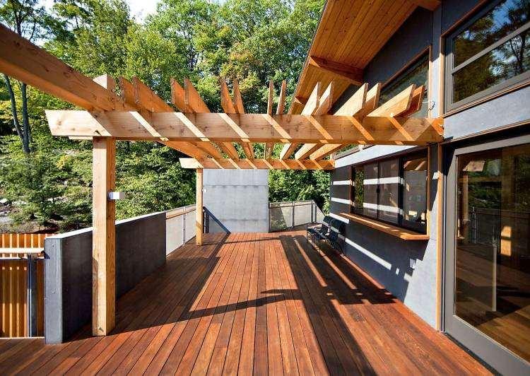 suelos de madera terraza pergola casa moderna ideas