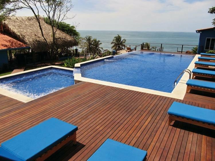 suelos de madera terraza piscina ideas