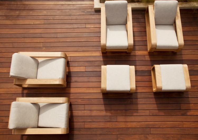 suelos de madera terraza sillones taburetes ideas