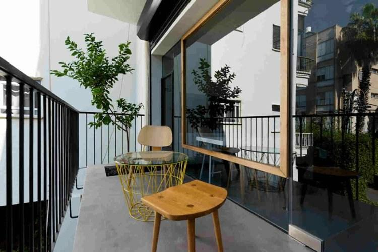 taburetes madera mesa encimera cristal balcon ideas