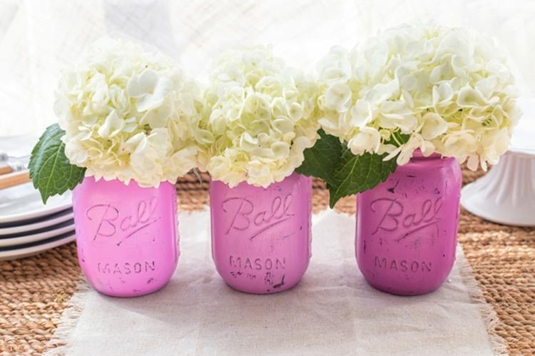 tarros pintados rosa flores blancas