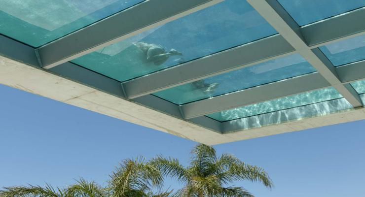 diseño piscina moderna techo