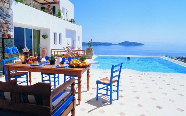 terraza grecia diseno sillas madera azules ideas