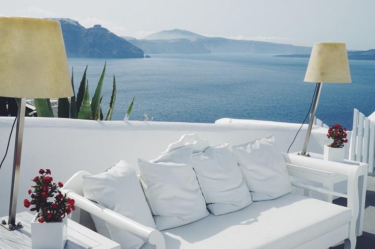 terraza grecia diseno sofa madera blanca ideas