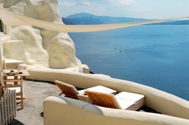 terraza grecia diseno tumbonas toldo muebles madera ideas