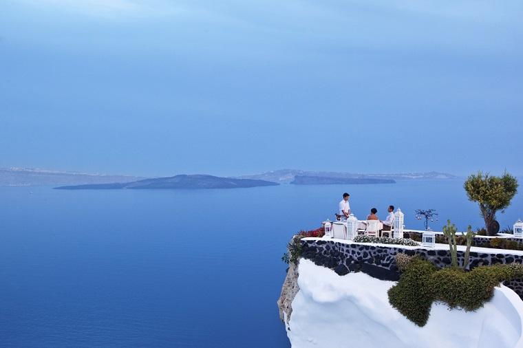 terraza grecia vistas preciosas mesa comidas ideas