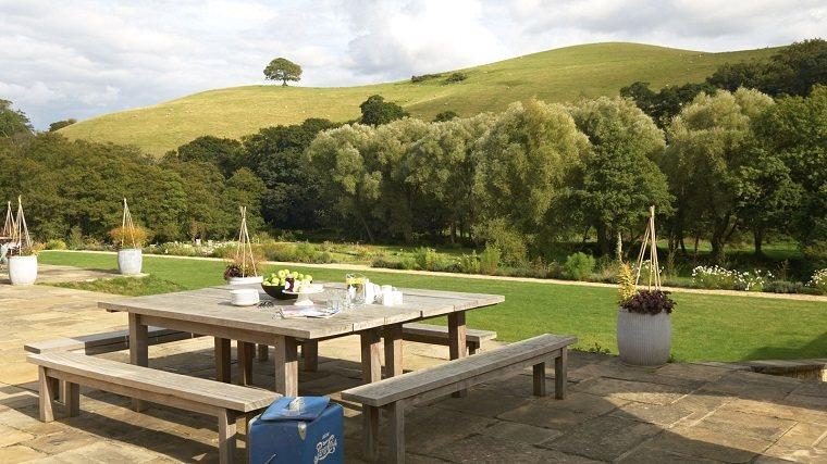 terraza jardin cesped banco madera clasico ideas