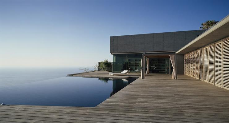 modern infinity pool terrace