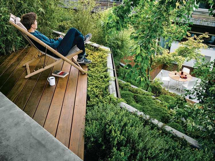 terraza pequeña jardin frondoso