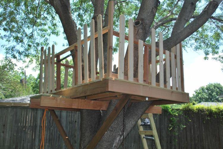 terraza valla madera casita árbol