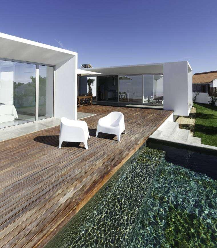 tipos de madera suelo terraza piscina sillas blancas ideas