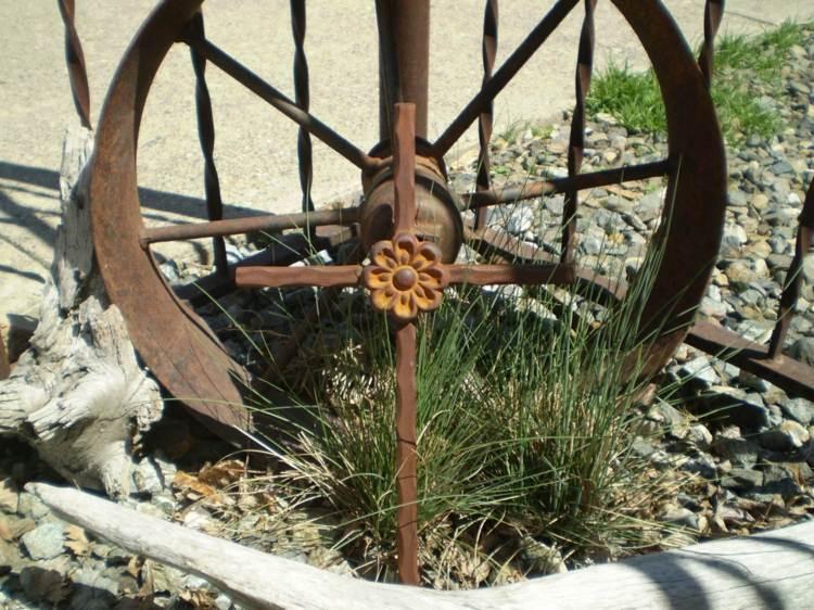 vieja rueda acero oxidada