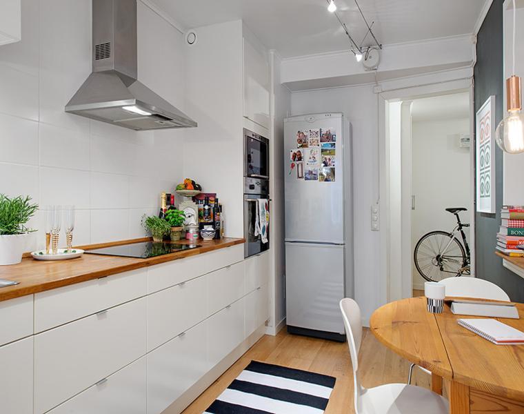 Cocina blanca encimera madera veinticuatro dise os Disenos de cocinas integrales blancas