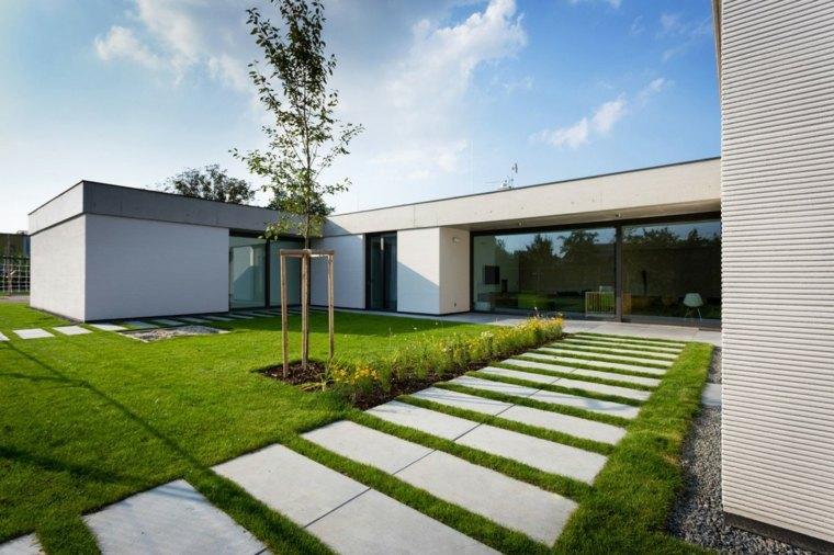 JVArchitekt & KAMKAB!NET disenaro casa blanca limpia mucha luz natural ideas
