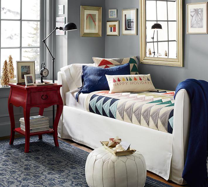 alfombra tonalidad azul taburete blanco original ideas