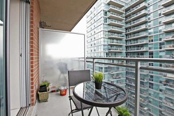 balcon proteccion ladrillo lineas color circulares